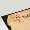 Nahaufnahme eines bedruckten Marmorkartons