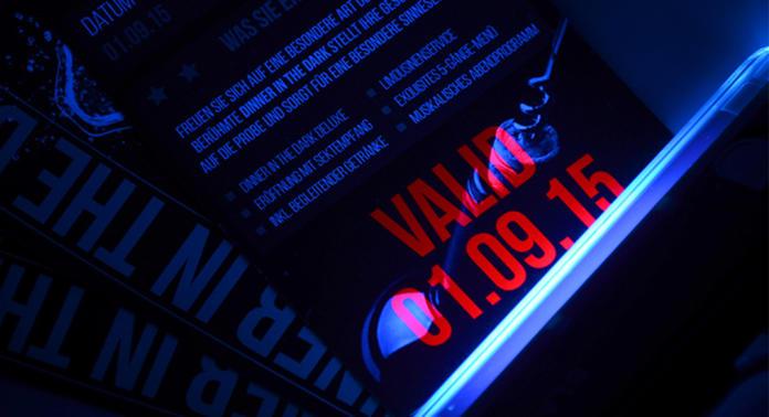 Schwarzlichtfarbe Eintrittskarte