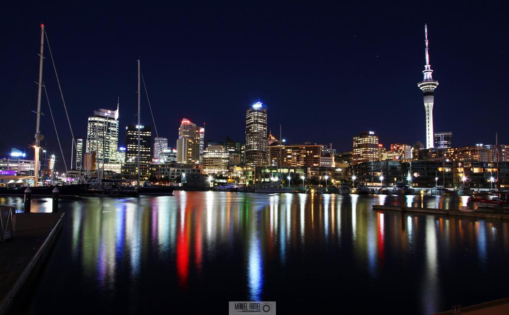 Auckland bei Nacht zeigt dieses Foto von Manuel Hamel.