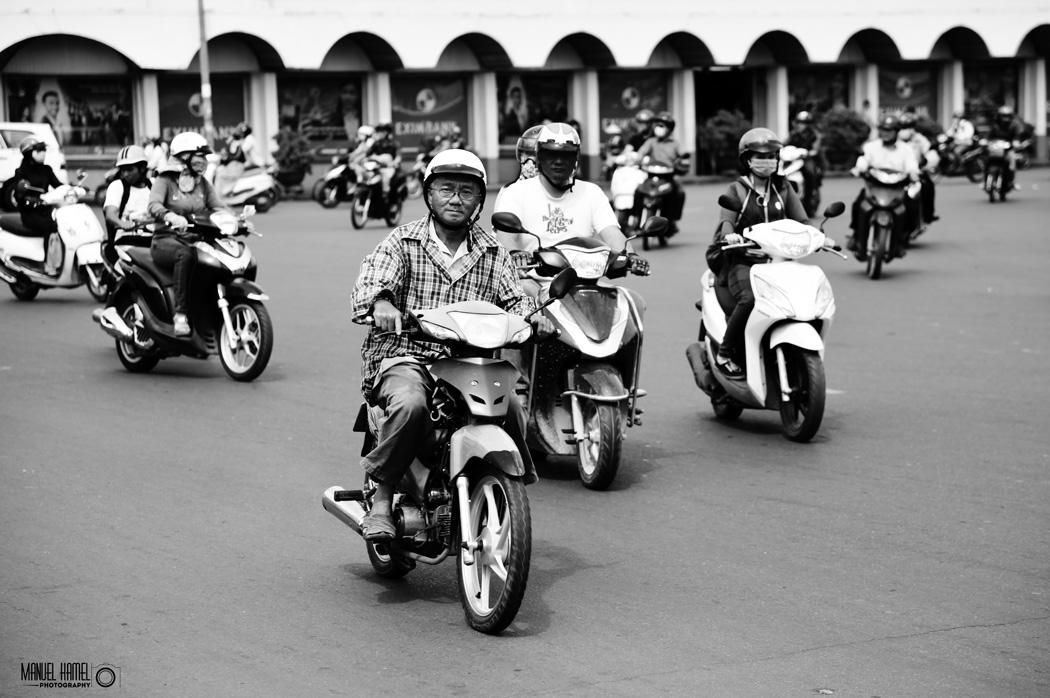 Einen Beweis für die Existenz des perfekten Augenblicks (Henri Cartier-Bresson) liefert diese Fotografie aus Vietnam von Manuel Hamel.