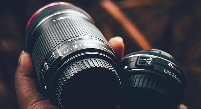 Fotoshooting im Freien: das Equipment braucht ein Fotograf
