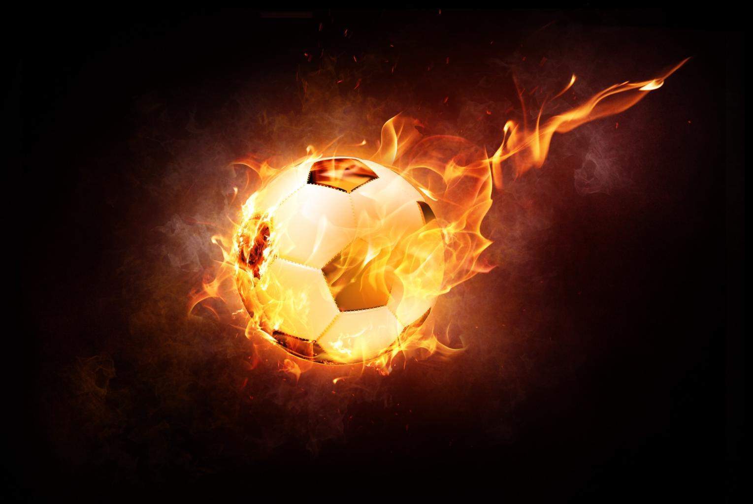 Fußball mit Feuer Pixabay Beispielbild