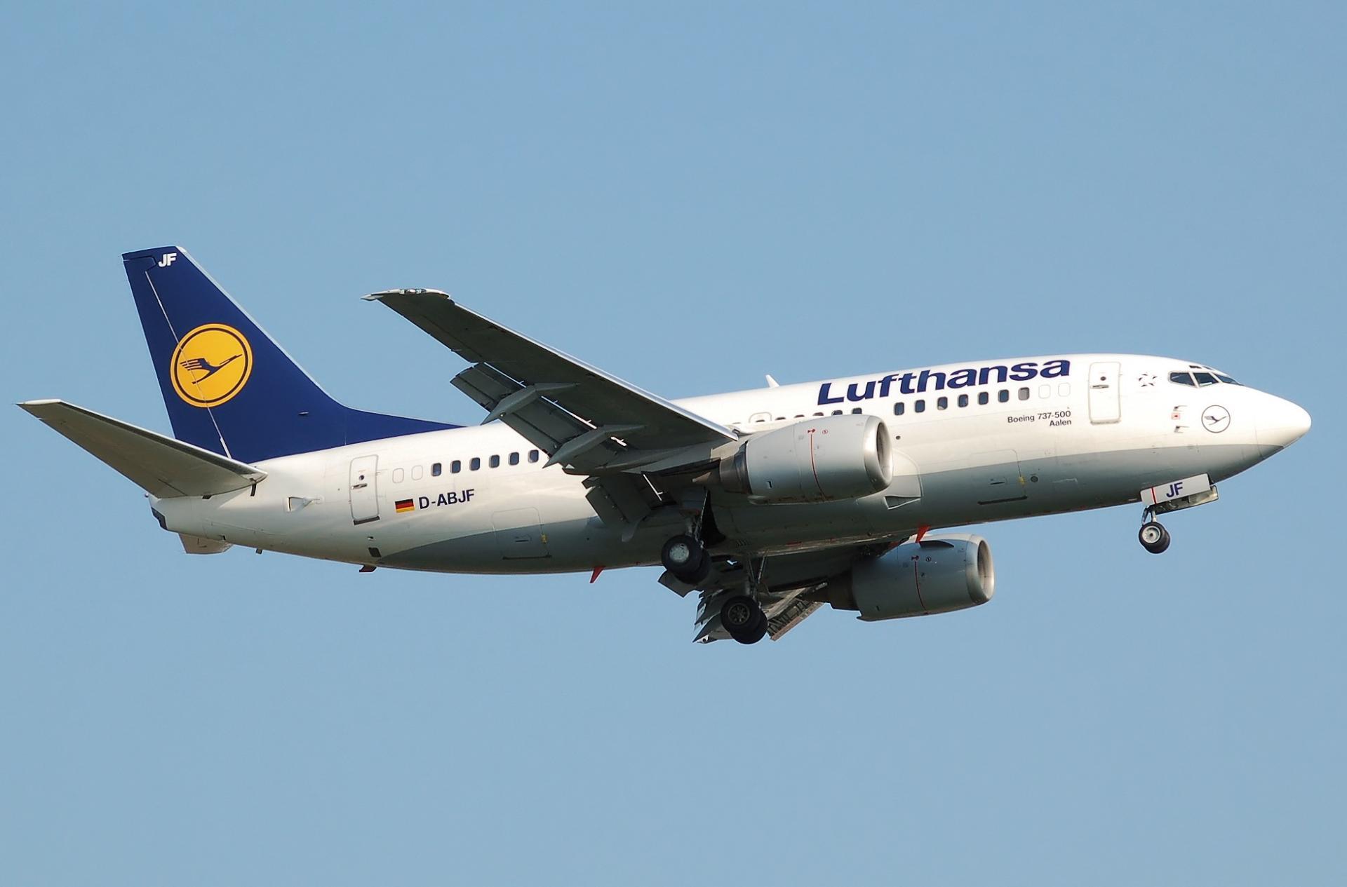 Lufthansa Schriftzug auf einer Ihrer Flugzeuge