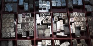 Druckstanzplatten in Serifenschriften